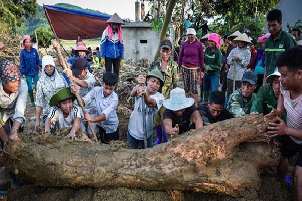 Thi thể người đàn ông ở Yên Bái bị vùi sâu dưới lớp đất đá