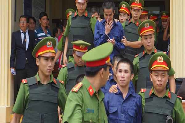 10 bị cáo gây rối ở Tuy Phong lãnh tổng cộng 27 năm tù