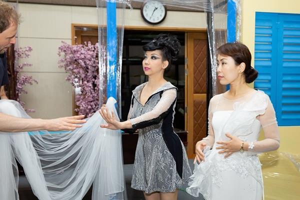 NTK Quỳnh Paris gấp rút chuẩn bị 100 bộ trang phục cho nhạc kịch của Đức