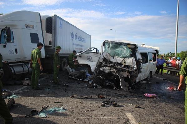 Vụ ô tô rước dâu gặp tai nạn thảm khốc: 'Tôi đã cố hết sức tránh, họ lao vào xe tôi'