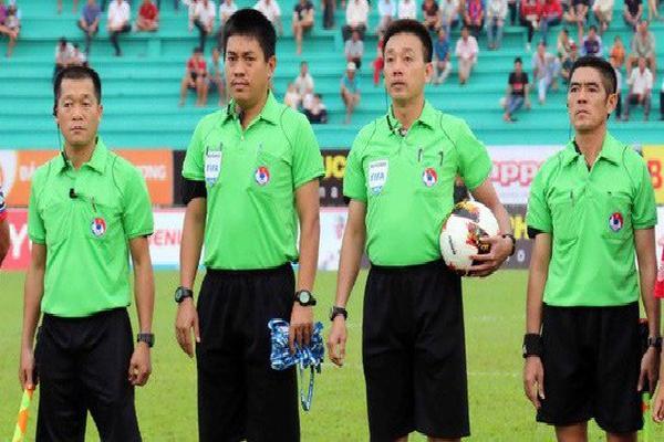 Trọng tài bắt trận CLB Hà Nội - HAGL từng có màn bù giờ độc nhất vô nhị trên thế giới