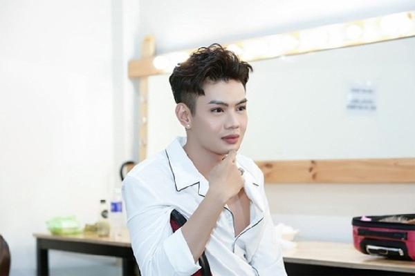 Bị hỏi chuyện chuyển giới, Đào Bá Lộc dằn mặt fan 'không còn răng ăn cơm'nếu hỏi trực tiếp