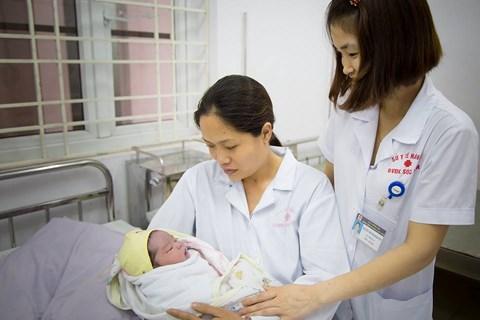 BVĐK Sóc Sơn: Đỡ đẻ thành công ca sinh thường, em bé chào đời nặng 5,2kg