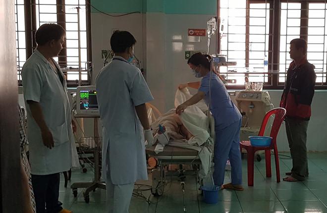Xe cấp cứu tông liên hoàn, bệnh nhân và 2 người thiệt mạng