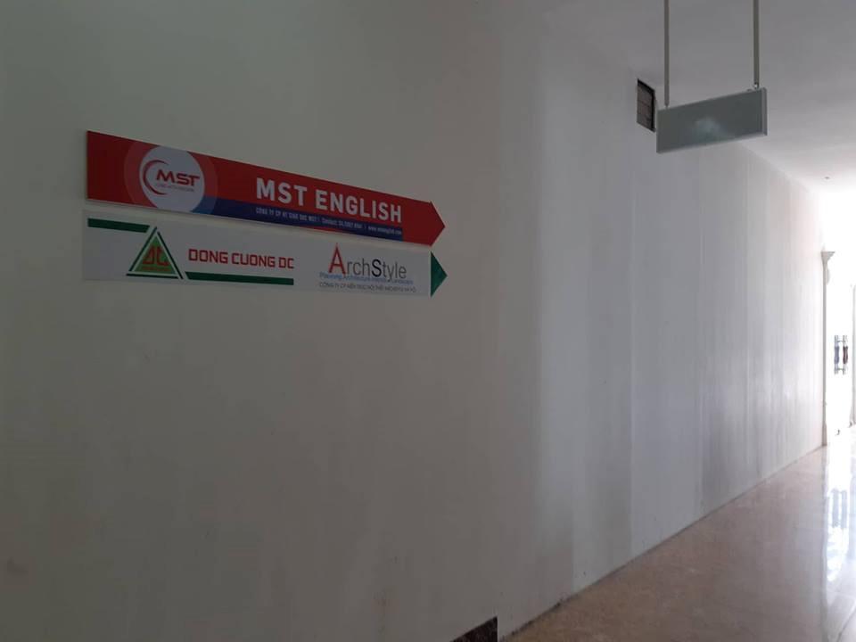 MST English tháo dỡ biển hiệu sau vụ cô giáo chửi học viên 'óc lợn'
