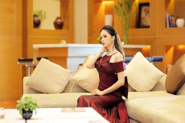 Hoa hậu chuyển giới Hương Giang: 'Mỗi lần thẩm mỹ tôi không biết đau là gì, không biết do ăn ở hay do bác sĩ tốt'