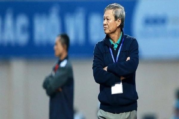 HLV Lê Thụy Hải chê trọng tài bắt chính trận HAGL 2-2 Hà Nội