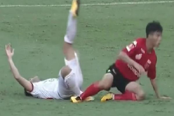 Tiền đạo Viettel gãy xương, chệch ổ khớp chân vì bị phạm lỗi ở giải hạng Nhất