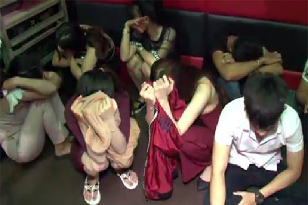 11 người phê ma túy trong quán karaoke ở Vĩnh Long bị khởi tố