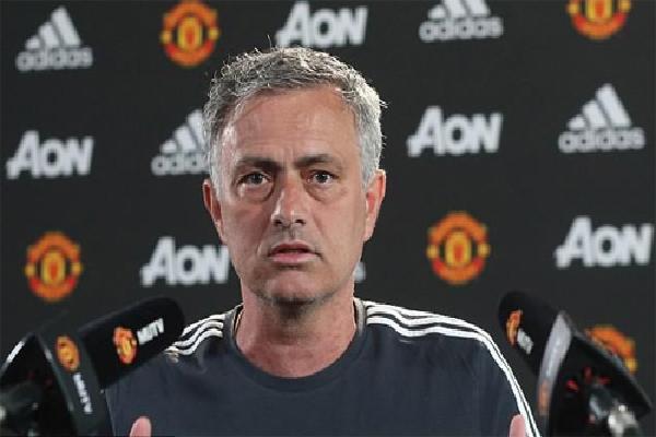 Mourinho đá xoáy Guardiola khi nói về chất lượng cầu thủ Man Utd