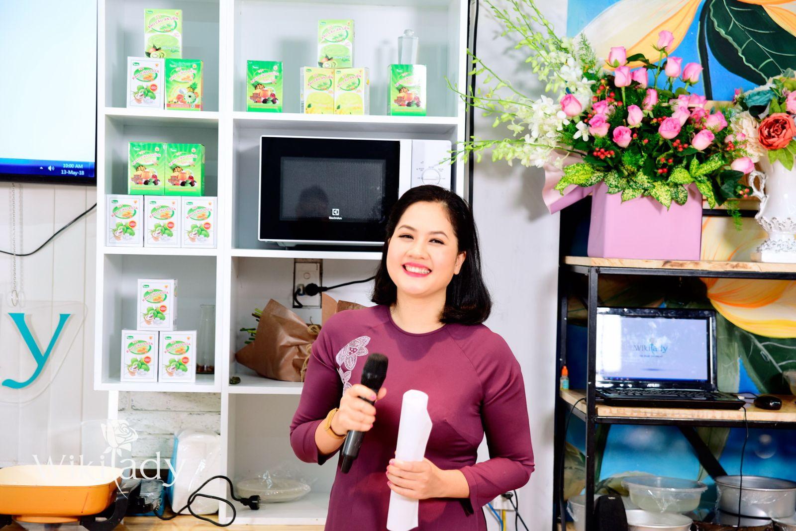 Chị Hoàng Nhật Mai - Giám đốc Hệ thống giáo dục Wikilady chia sẻ ý nghĩa của chương trình