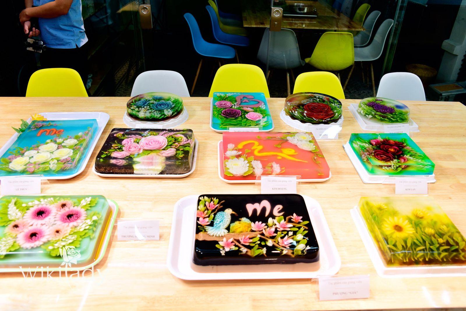 Các nghệ nhân đã mang đến những tác phẩm mình sáng tạo để triển lãm tại chương trình. Những tác phẩm này là quà tặng dành cho các khách mời.