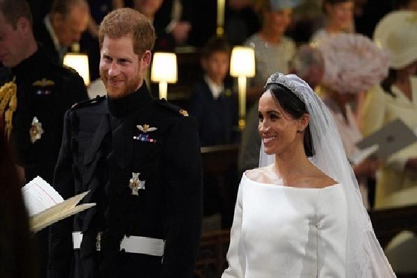 Nữ hoàng Anh cho hôn thê Hoàng tử Harry mượn vương miện kim cương