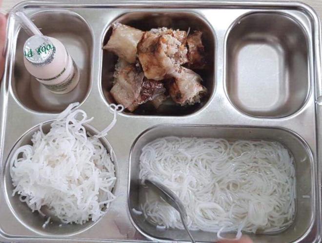 Chi 50.000 đồng một ngày, phụ huynh trường Ban Mai tố bữa ăn nghèo nàn