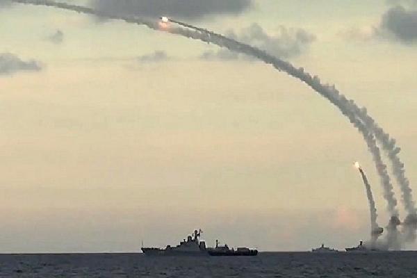 Tàu chiến Nga nã tên lửa hành trình vào phiến quân Syria