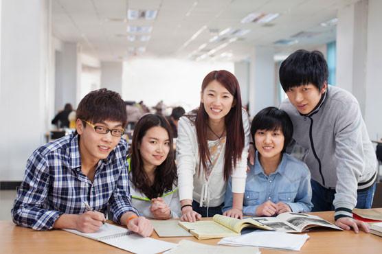 Trung tâm ngoại ngữ: Giáo viên nước ngoài, cứ da trắng là được
