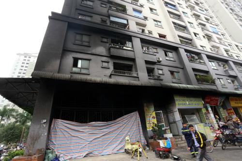 Sợ chết cháy chung cư: Đồng loạt phá hợp đồng, bỏ đặt cọc