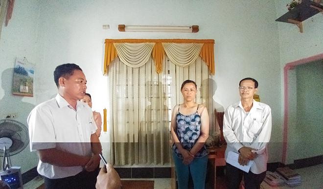 15 cán bộ đến xin lỗi gia đình bé gái 13 tuổi bị công an còng tay