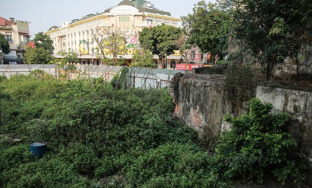 Đất vàng 'ngủ quên' và sự lãng phí khó giải quyết ở Hà Nội