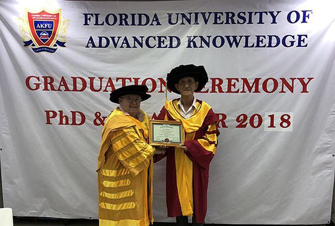 Đại học 'ma' cấp bằng tiến sĩ danh dự cho nông dân Việt