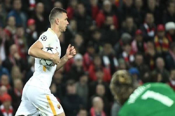 HLV Roma mong Dzeko sẽ tỏa sáng như Salah