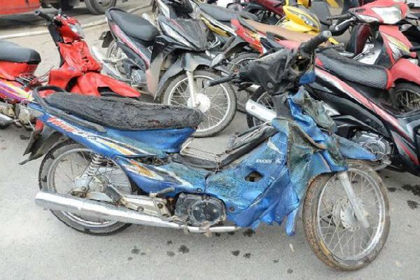 Hàng loạt xe biến dạng sau vụ cháy ở toà nhà Bệnh viện Việt-Pháp
