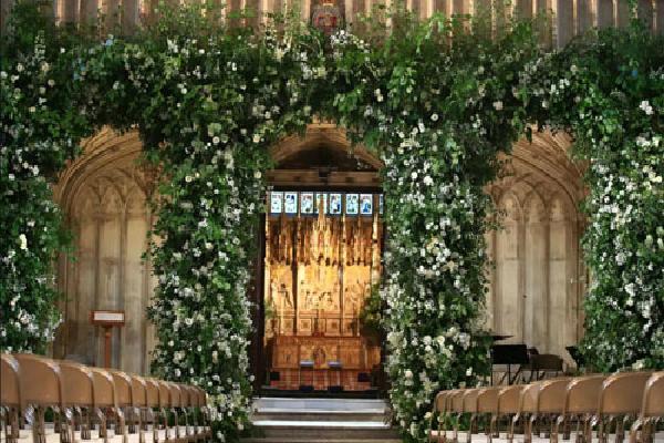 Lễ đường diễn ra đám cưới Hoàng tử Harry rực rỡ hoa
