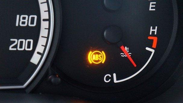 5 nguyên nhân khiến xe ô tô mất phanh và cách xử lý