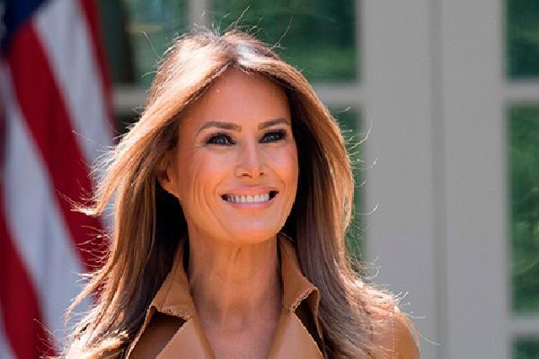 Trump viết sai tên Melania khi chào mừng vợ xuất viện