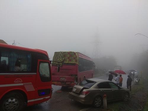 19 ôtô đâm liên hoàn ở Hoà Bình do sương mù