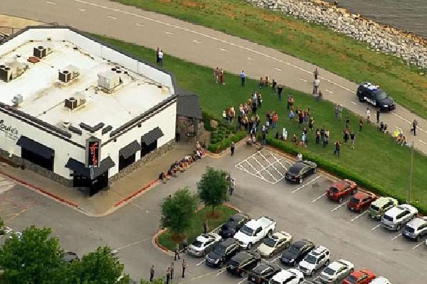 Người qua đường ở Mỹ bắn chết kẻ xả súng tại nhà hàng