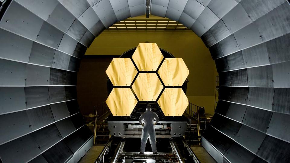 NASA chuẩn bị đưa kính thiên văn dát vàng lên vũ trụ
