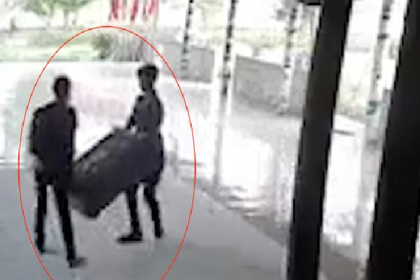 Camera vạch mặt hai kẻ khênh trộm hòm công đức