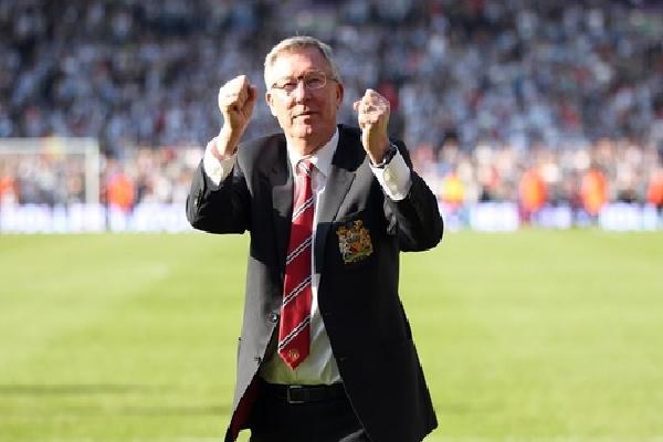 Alex Ferguson hết hôn mê, đã nói chuyện trở lại