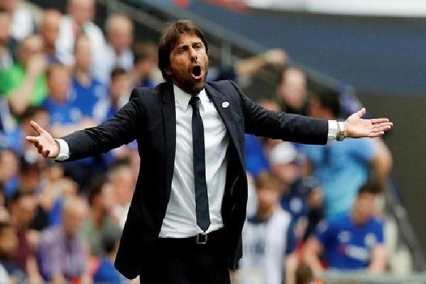 Conte tri ân gia đình trước vòng cuối Ngoại hạng Anh