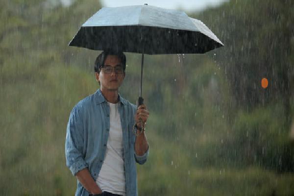 Mai Tài Phến vướng 'mối tình tay tư' nhiều dằn vặt trong Em gái mưa phiên bản điện ảnh