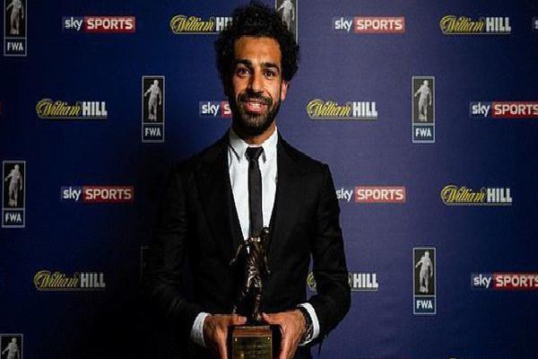Mohamed Salah ngồi máy bay riêng đến London nhận hat-trick danh hiệu