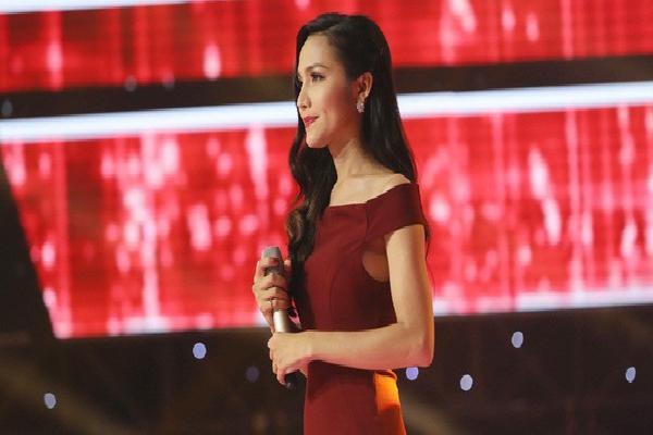Hoa hậu chuyển giới đầu tiên của Việt Nam bất ngờ xuất hiện ngay tập mở màn 'Giọng hát Việt 2018'