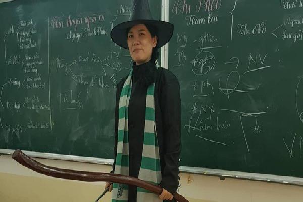 Chuyện cảm động về cô giáo hóa trang thành phù thủy để học sinh có cảm hứng ôn thi đại học môn Văn