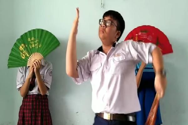 Nam sinh Sài Gòn bị Bích Phương 'nhập', đóng MV parody 'Bùa yêu' múa cực dẻo