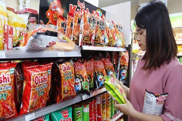 Dành 8.000 tỷ đồng để ăn bim bim 1 năm, giới trẻ Việt đang bỏ tiền vào túi những đại gia nào?