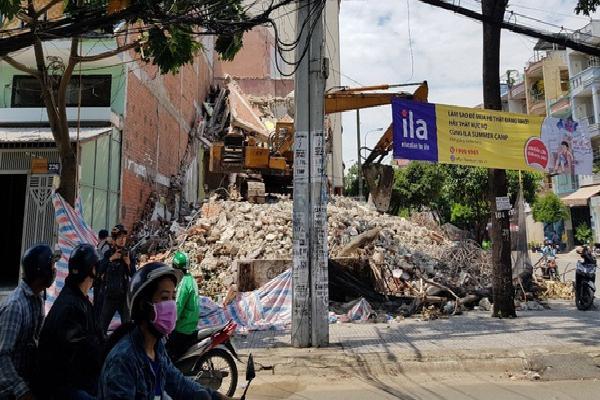 Sập nhà 2 tầng ở Sài Gòn, 3 người thương vong