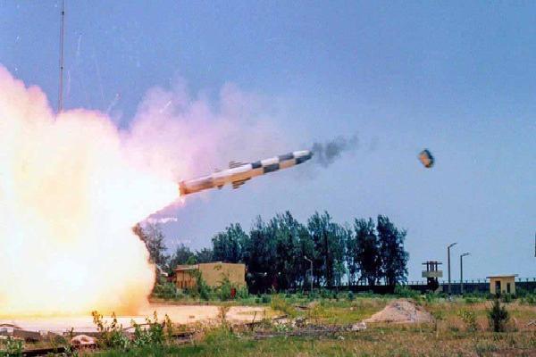 BrahMos Ấn Độ liên tiếp bắn trúng mục tiêu: 'Sát thủ' đã gầm thét