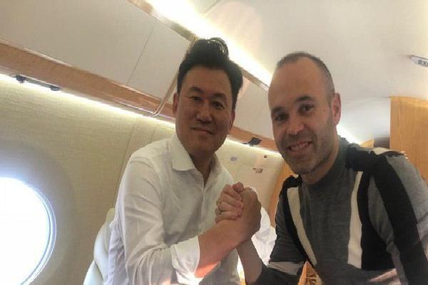 Không phải Trung Quốc, Iniesta sang Nhật Bản chơi bóng