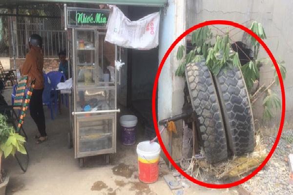 Tai nạn hy hữu: Xe tải đang chạy thì rụng bánh, văng sang bên đường đâm thủng tường nhà dân