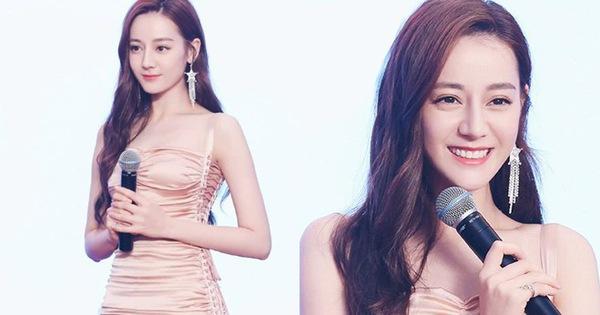 Diện váy 'kén dáng', Địch Lệ Nhiệt Ba vẫn đẹp xuất sắc khi khoe trọn body 0% mỡ thừa