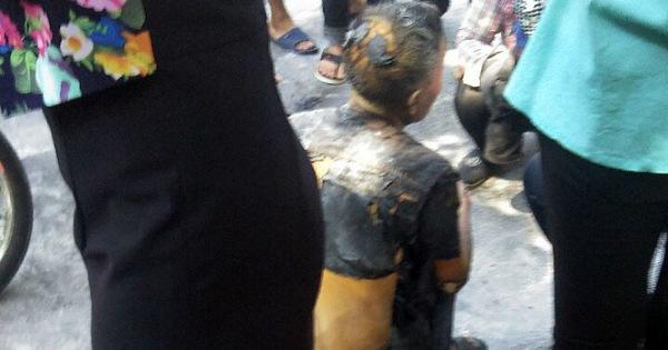 Cụ ông tưới xăng lên người rồi châm lửa tự thiêu giữa phố Hà Nội