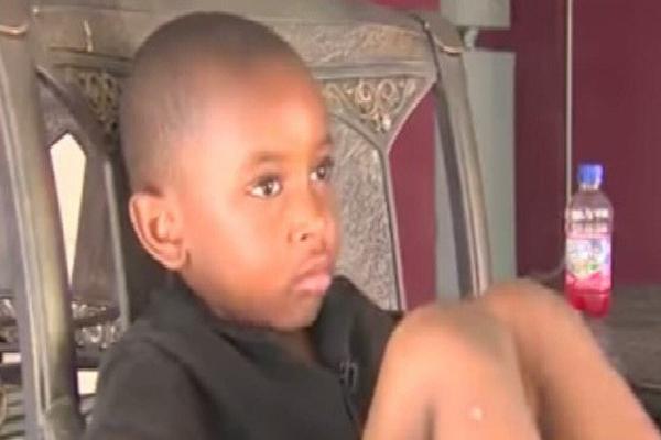 Mỹ: Con trai bị nôn trong lớp, mẹ giận run người khi biết hành động độc ác của giáo viên