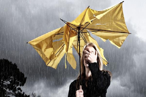 Sau khi đi mưa về, hãy nhớ làm ngay những điều này để tránh rước bệnh vào người