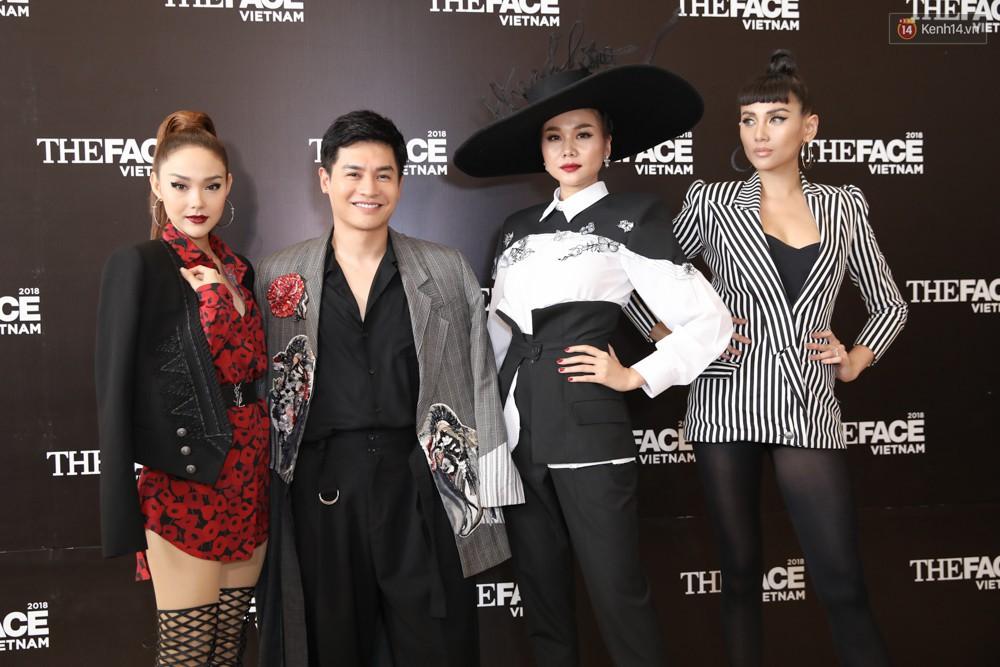 Dàn HLV The Face mùa 3 cùng host Nam Trung.
